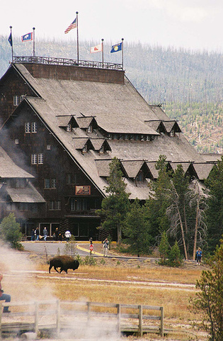 Old_faithful_inn